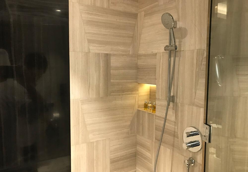 シャワーエリア