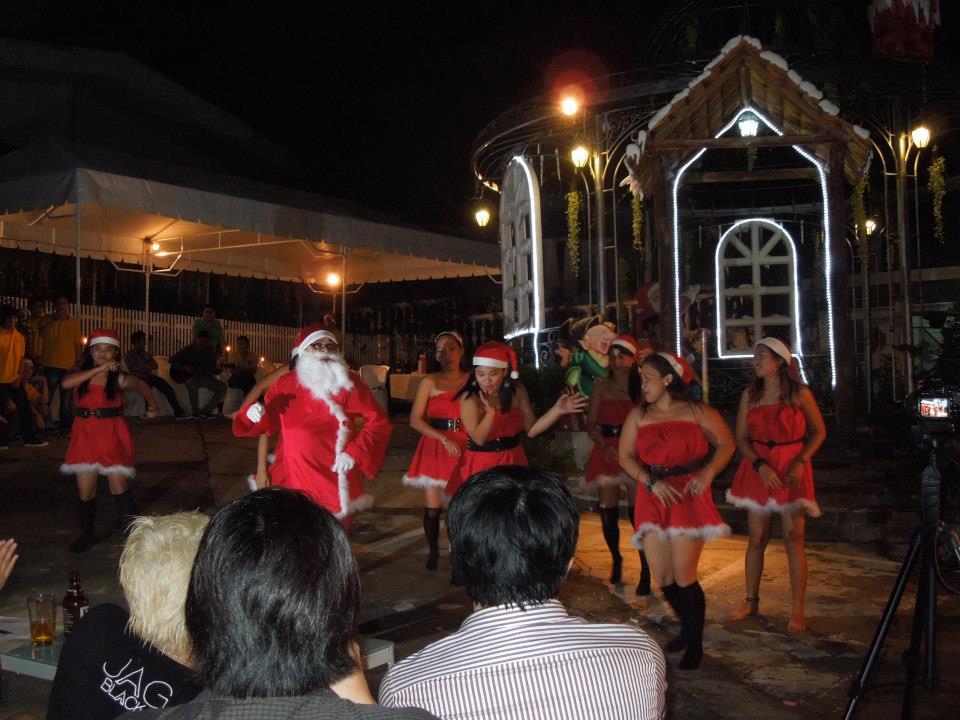 フィリピンのクリスマスは卑猥なゲームで盛り上がれ!