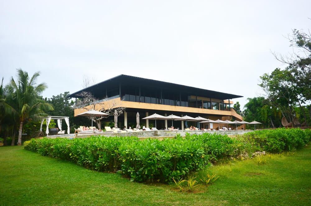 アロナビーチを一望できる「アモリタ_Amorita Resort」に泊まってきた